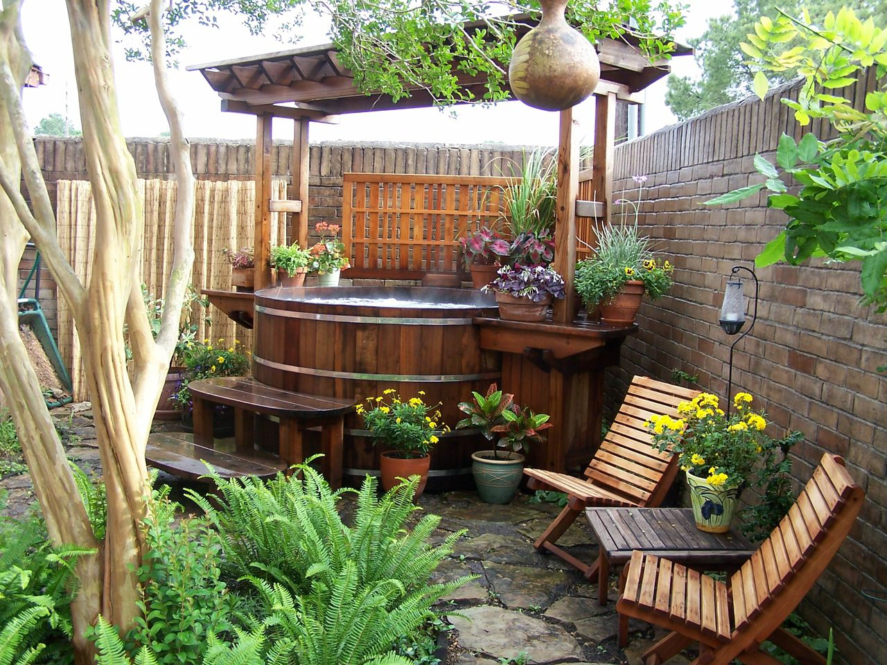 cedar wood hot tubs custom wood hot tubs electric or gas heat. Black Bedroom Furniture Sets. Home Design Ideas